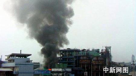 四川德阳一家化工厂冷却塔起火